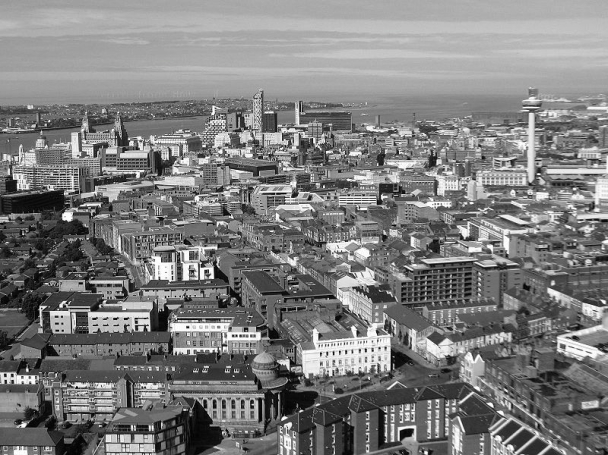800px-Liverpool_city_centre bw